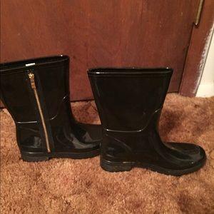 Shoes - Women's black rain boots